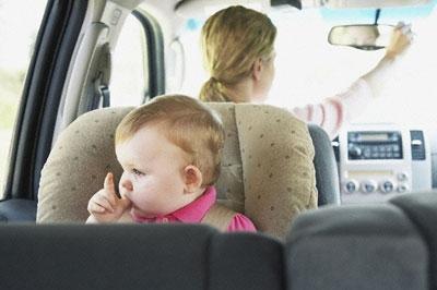 Установка автокресла для малышей