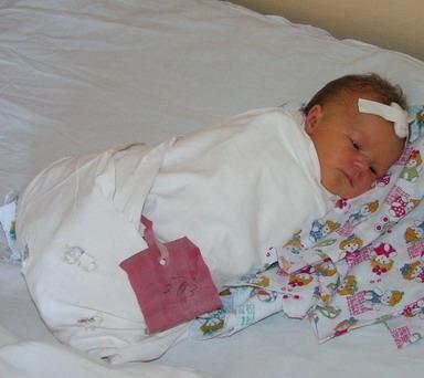 бирка на младенце в роддоме