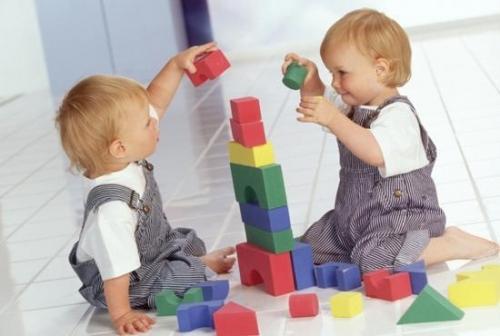 На что следует обращать внимание при выборе игрушки для ребенка?