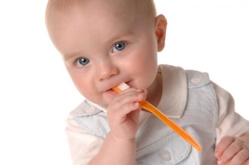 Учимся ухаживать за детскими зубками