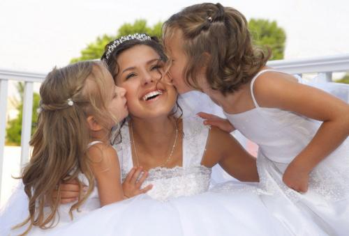 Брать детей на свадьбу или лучше оставить с няней?