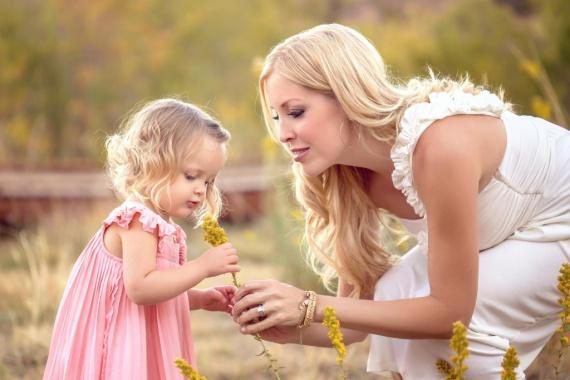 Красивая молодая мама. Реально ли улучшить свою красоту?