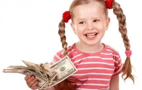 С какого возраста можно начать давать карманные деньги ребенку и стоит ли это делать вообще?
