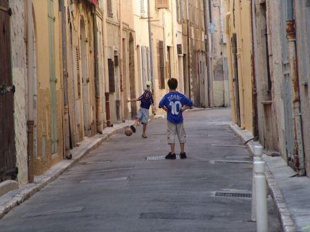 Как обезопасить ребенка на улице