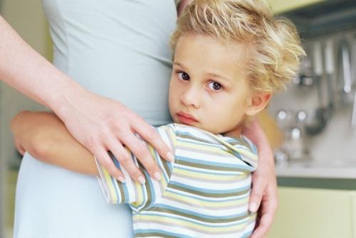 Что делать, если ребенок застенчив