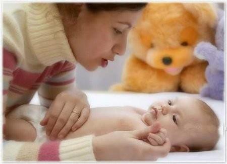 Как родители могут помочь ребенку освоить, такие необходимые для него в 1 месяц, умения