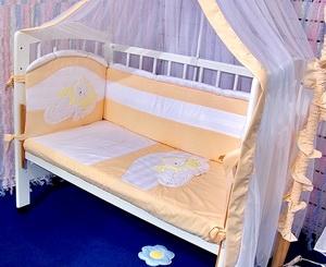 О выборе необходимых вещей малышу в кроватку