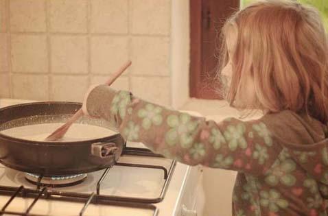 Проводим время на кухне с пользой для ребенка