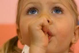 Ребенку 4-5 лет, а он продолжает сосать пальчик? Что нужно знать родителям